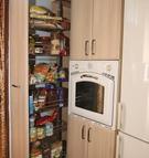 012. Monika, barva akát, potravinová skříň s tlum. dotahem, cena od 9.500,-Kč, výška libovolná